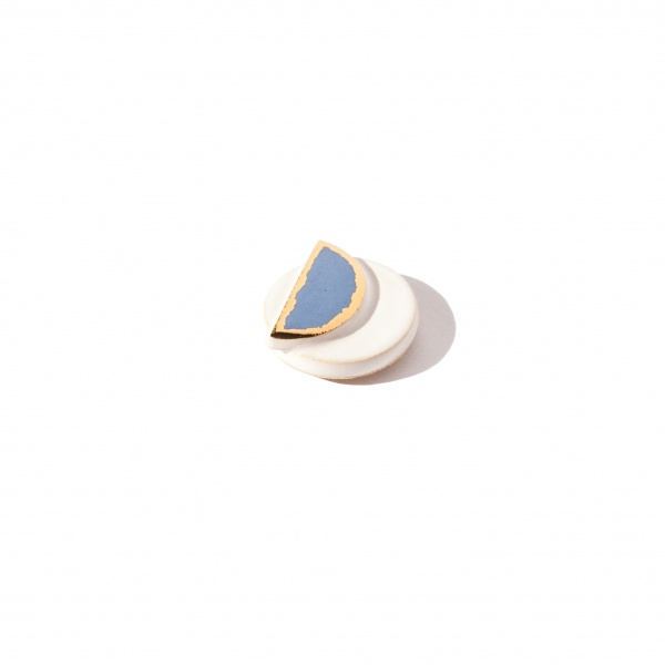 modern brooch with gold wane clayometry
